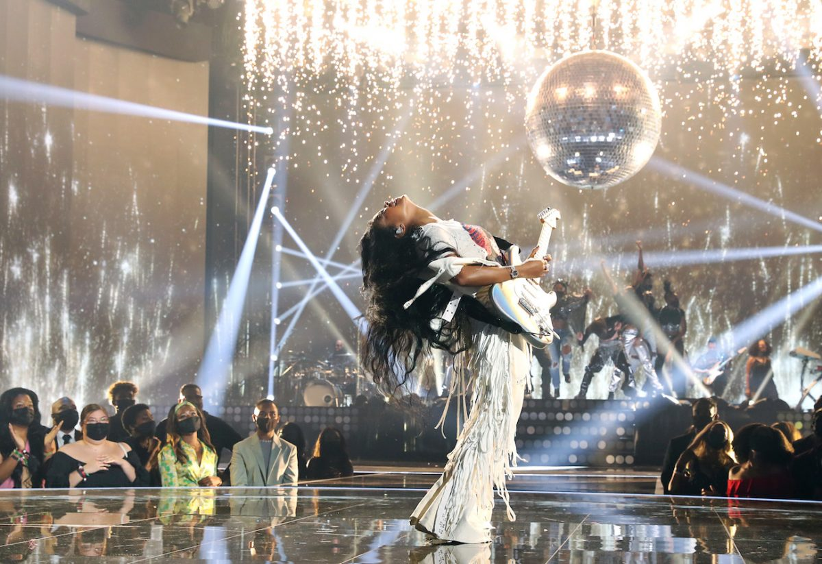 H.E.R. performing at the BET Awards 2021.