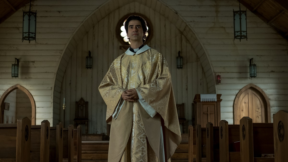Midnight Mass actor Hamish Linklater wears gold priest's robes in the Netflix series.