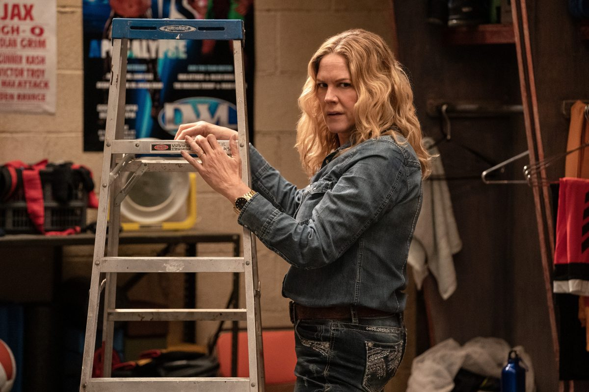 Heels: Mary McCormack prepares a ladder