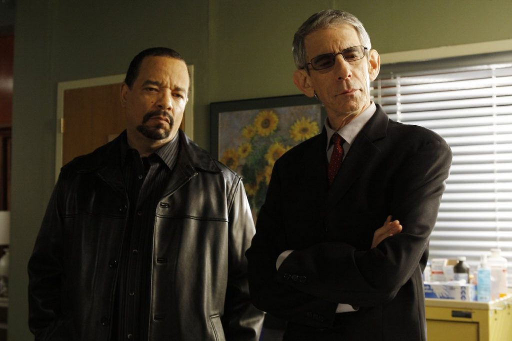 Ice-T and Richard Belzer standing in 'Law & Order: SVU'