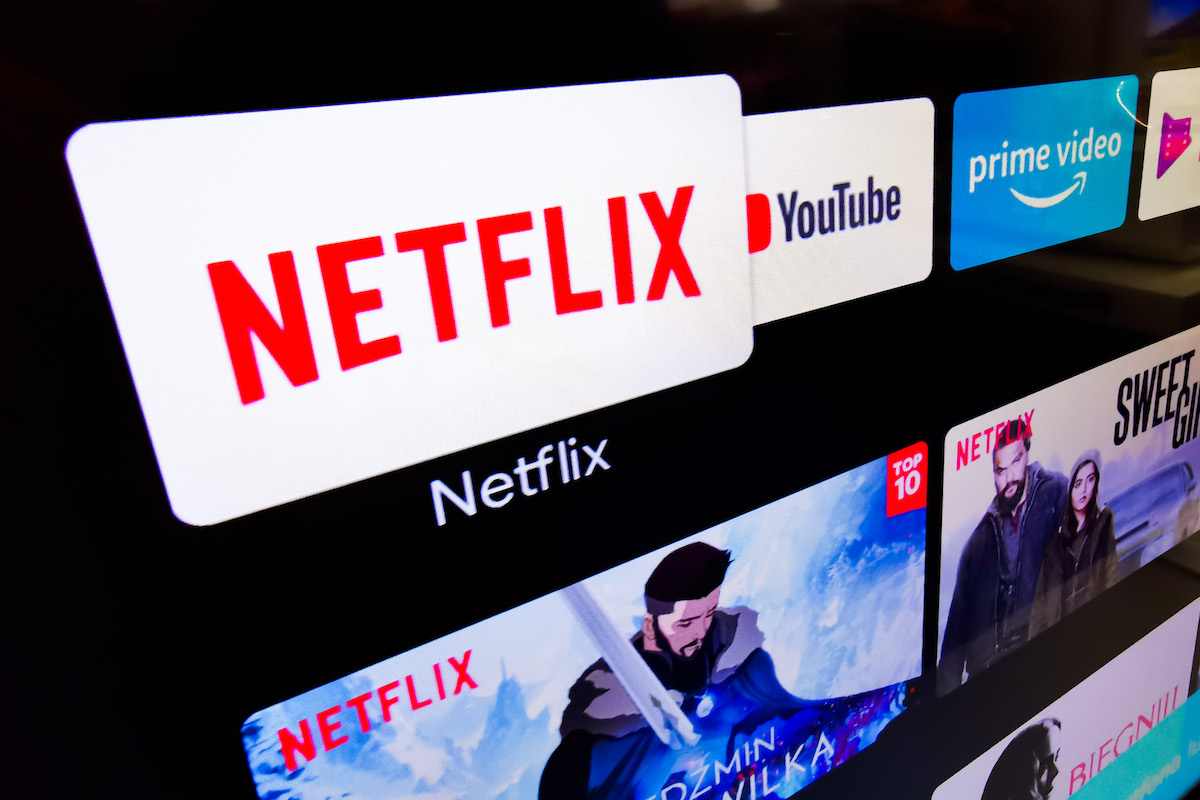 Logotipo de Netflix en una televisión
