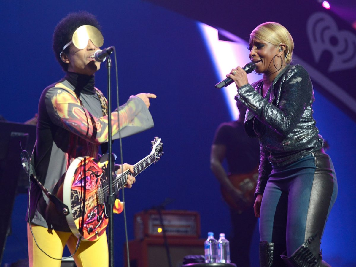 Prince and Mary J Blige performing together at the 2012 iHeartRadio Music Festival.