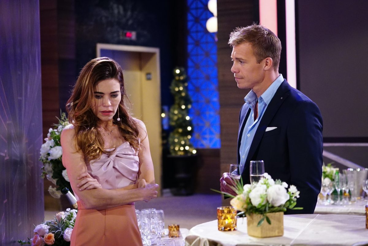 Victoria Newman and Travis Crawford at a bar on 'The Young and the Restless'