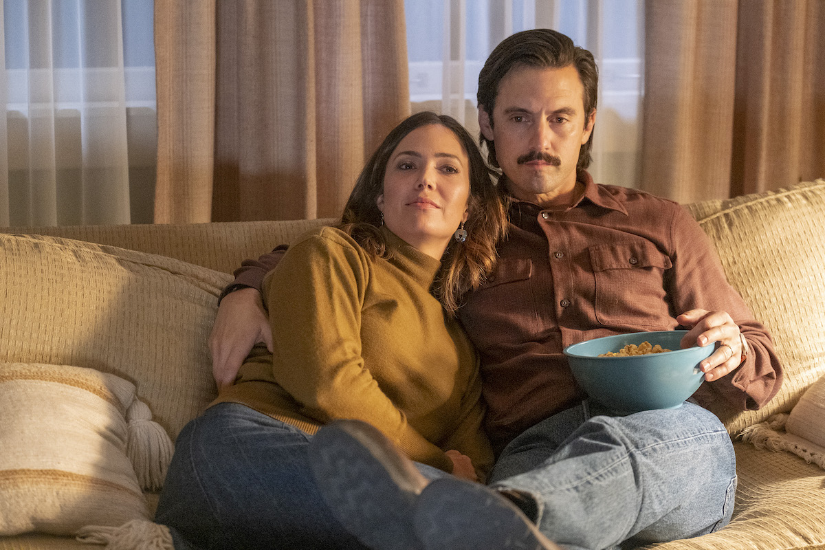 Mandy Moore as Rebecca and Milo Ventimiglia as Jack snuggling on the couch in 'This Is Us'