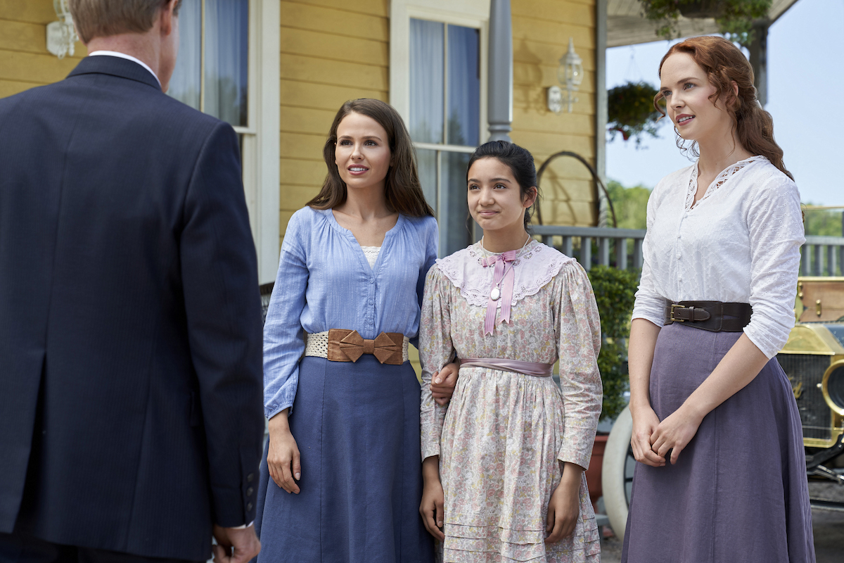 Jocelyn Hudon, Riley O'Donnell, Morgan Kohan standing next to each other in episode of 'When Hope Calls'