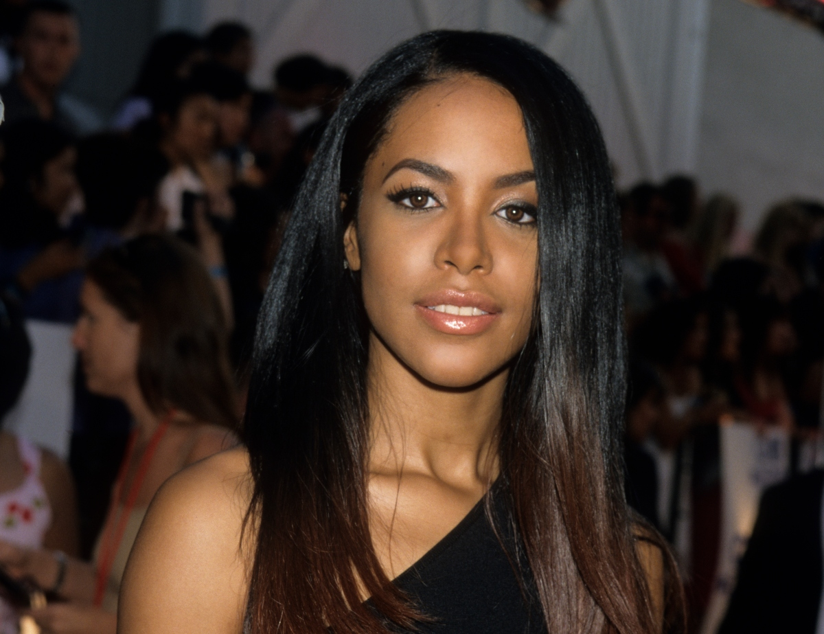 Aaliyah attends the 2000 MTV Movie Awards at Sony Studios