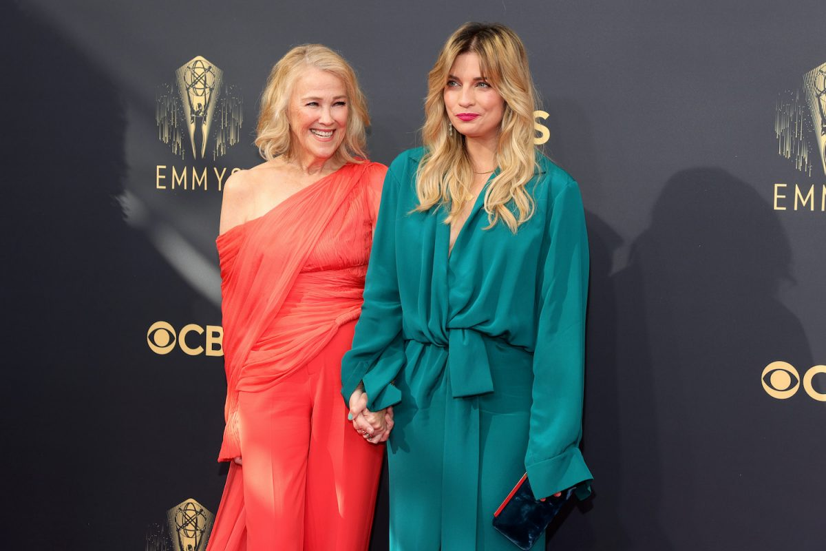 Catherine O'Hara and Annie Murphy wear red and green on the Emmys 2021 red carpet
