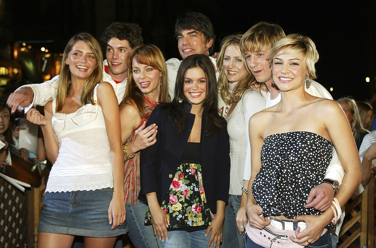 'The O.C.' cast members (L to R) Mischa Barton, Adam Brody, Melinda Clarke, Peter Gallagher, Rachel Bilson, Kelly Rowan, Benjamin McKenzie, and Samaire Armstrong