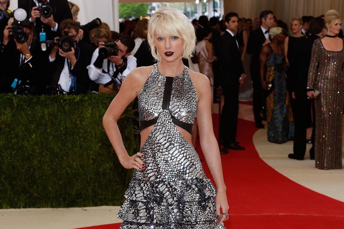 Taylor Swift attends tthe 2016 Met Gala in New York, New York.
