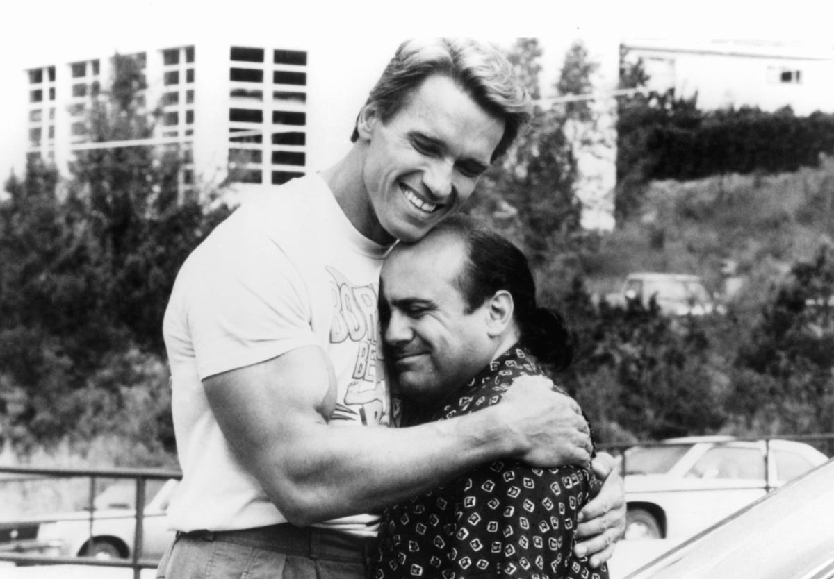 Arnold Schwarzenegger and Danny DeVito in a scene from 'Twins', 1988