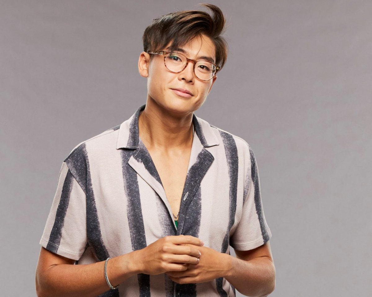 'Big Brother 23' star Derek Xiao, who is now dating fellow contestant Claire Rehfuss, wears a white shirt with black vertical stripes.