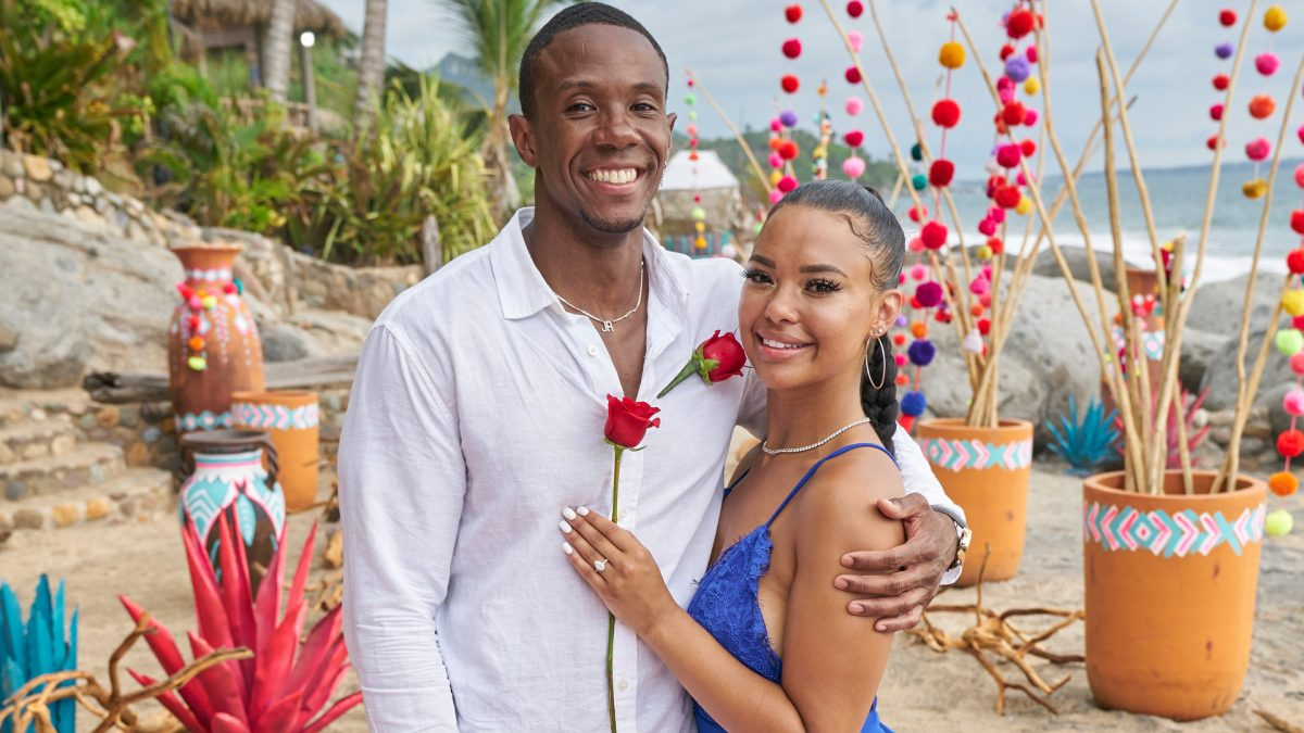 Riley Christian and Maurissa Gunn pose together with their engagement ring in the 'Bachelor in Paradise' Season 7 finale in 2021